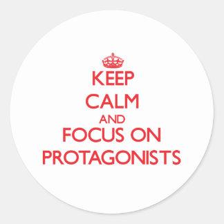Guarde la calma y el foco en protagonistas pegatina redonda