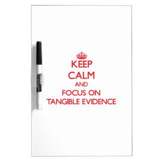 Guarde la calma y el foco en pruebas tangibles pizarras blancas