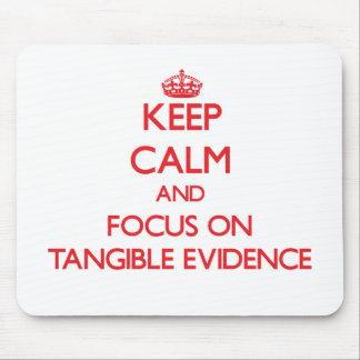 Guarde la calma y el foco en pruebas tangibles tapetes de ratones