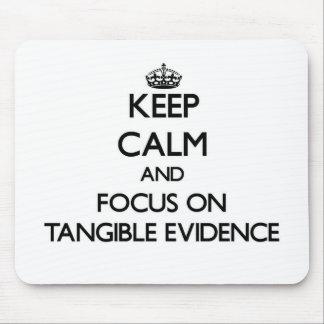 Guarde la calma y el foco en pruebas tangibles alfombrillas de ratones