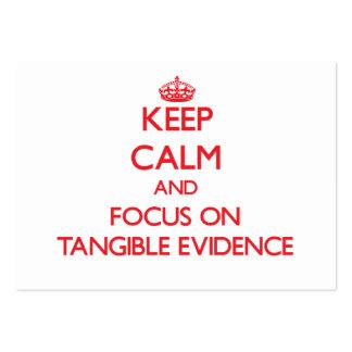 Guarde la calma y el foco en pruebas tangibles tarjeta personal