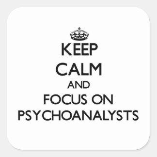 Guarde la calma y el foco en psicoanalistas calcomanías cuadradas
