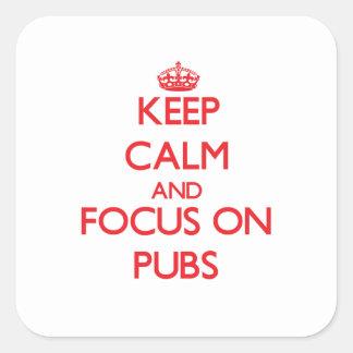 Guarde la calma y el foco en Pubs Calcomania Cuadradas Personalizadas