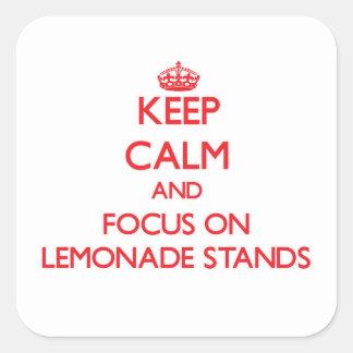 Guarde la calma y el foco en puestos de limonadas calcomanias cuadradas