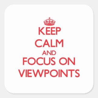 Guarde la calma y el foco en puntos de vista calcomanías cuadradases