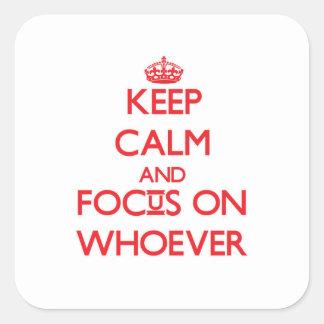 Guarde la calma y el foco en quienquiera calcomanías cuadradases