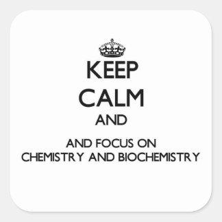 Guarde la calma y el foco en química y bioquímica calcomanías cuadradass