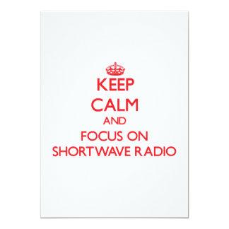 Guarde la calma y el foco en radio de la onda invitación 12,7 x 17,8 cm
