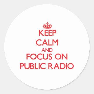 Guarde la calma y el foco en radio pública pegatinas