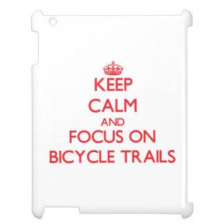 Guarde la calma y el foco en rastros de la bicicle