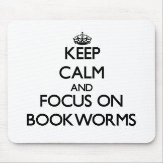 Guarde la calma y el foco en ratones de biblioteca