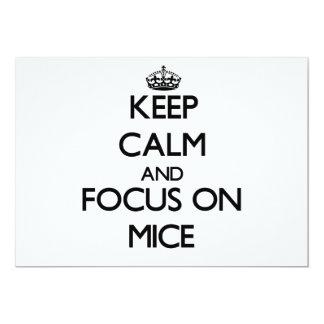 Guarde la calma y el foco en ratones invitación 12,7 x 17,8 cm