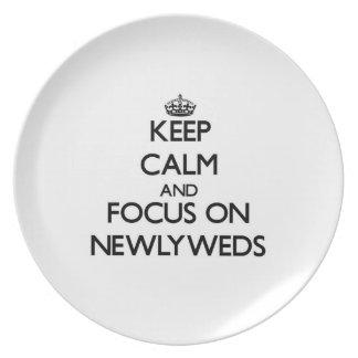 Guarde la calma y el foco en recienes casados plato