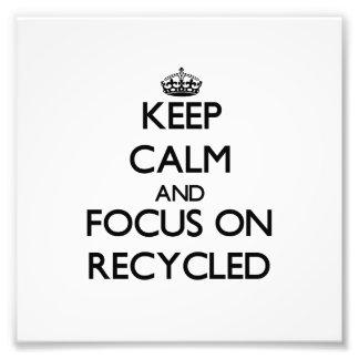Guarde la calma y el foco en Recycled