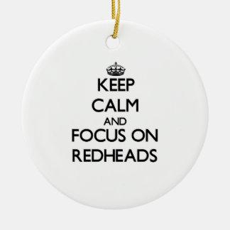 Guarde la calma y el foco en Redheads Ornamento Para Reyes Magos