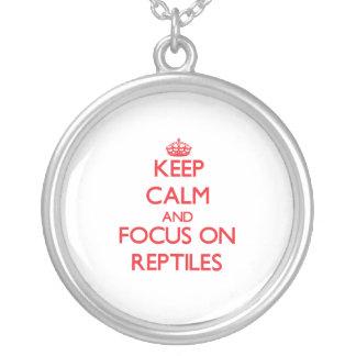 Guarde la calma y el foco en reptiles collar personalizado