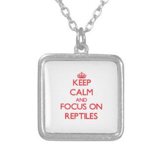 Guarde la calma y el foco en reptiles pendiente