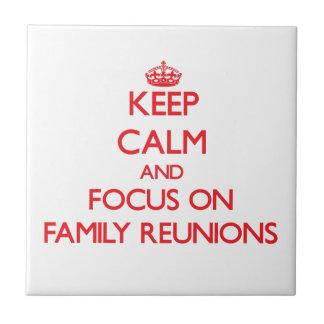 Guarde la calma y el foco en reuniones de familia azulejos
