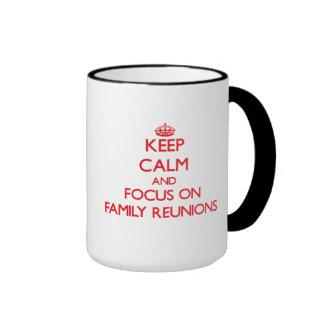 Guarde la calma y el foco en reuniones de familia taza de café