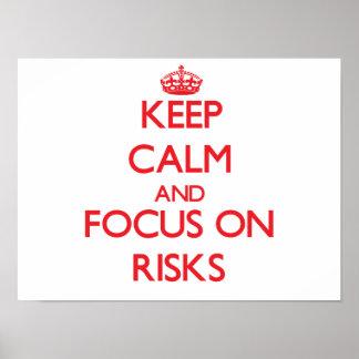 Guarde la calma y el foco en riesgos póster