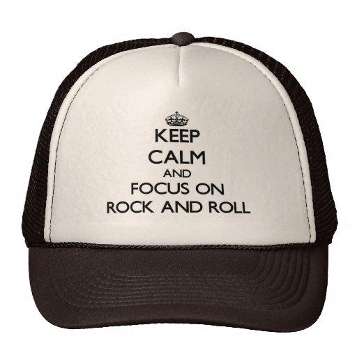 Guarde la calma y el foco en rock-and-roll gorra