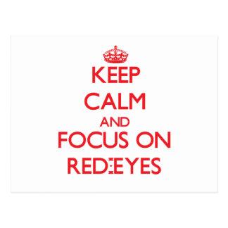 Guarde la calma y el foco en Rojo-Ojos Tarjeta Postal