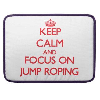 Guarde la calma y el foco en Roping del salto Funda Macbook Pro