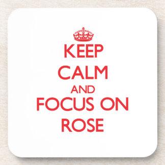 Guarde la calma y el foco en rosa posavasos