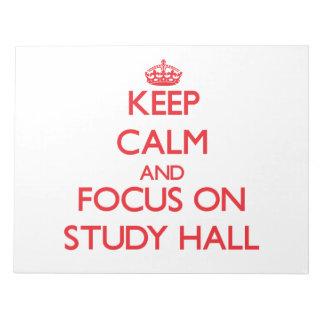 Guarde la calma y el foco en sala de estudio libreta para notas