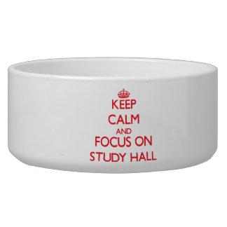 Guarde la calma y el foco en sala de estudio bol para perro