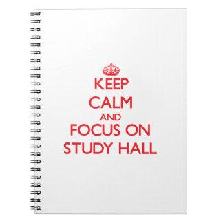 Guarde la calma y el foco en sala de estudio cuadernos