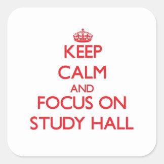 Guarde la calma y el foco en sala de estudio calcomanías cuadradass