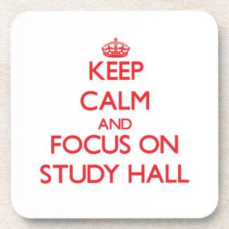 Guarde la calma y el foco en sala de estudio posavasos