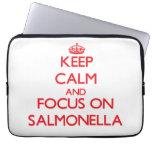 Guarde la calma y el foco en salmonelas funda computadora