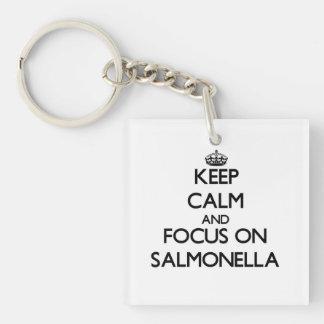 Guarde la calma y el foco en salmonelas llavero cuadrado acrílico a una cara