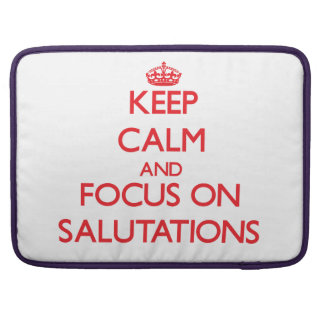 Guarde la calma y el foco en saludos funda para macbooks