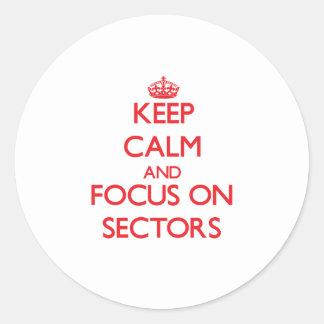 Guarde la calma y el foco en sectores pegatina redonda