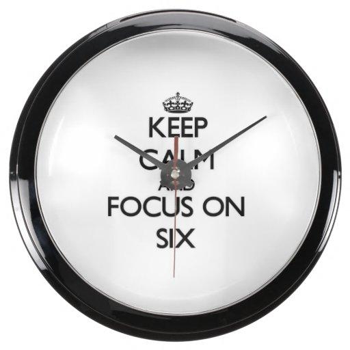 Guarde la calma y el foco en seis relojes pecera