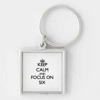Guarde la calma y el foco en seis llaveros personalizados