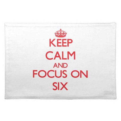 Guarde la calma y el foco en seis manteles