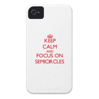 Guarde la calma y el foco en semicírculos iPhone 4 Case-Mate cárcasas