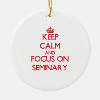 Guarde la calma y el foco en seminario adorno navideño redondo de cerámica