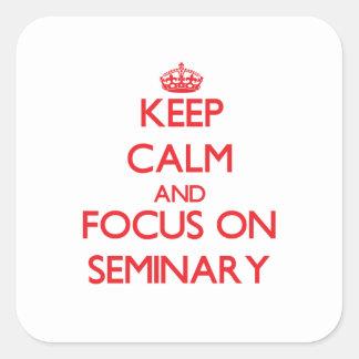 Guarde la calma y el foco en seminario calcomanias cuadradas