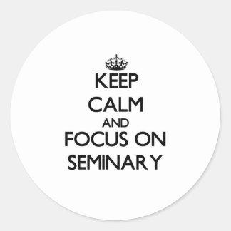 Guarde la calma y el foco en seminario pegatinas redondas
