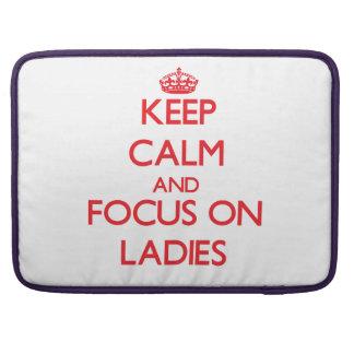 Guarde la calma y el foco en señoras funda para macbook pro