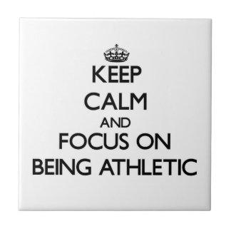 Guarde la calma y el foco en ser atlético azulejos