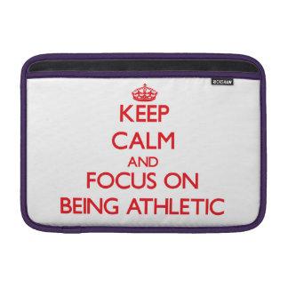 Guarde la calma y el foco en ser atlético funda para macbook air