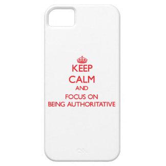 Guarde la calma y el foco en ser autoritario iPhone 5 Case-Mate coberturas