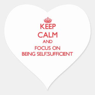 Guarde la calma y el foco en ser autosuficiente calcomania corazon personalizadas