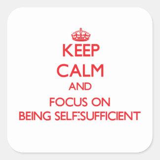 Guarde la calma y el foco en ser autosuficiente colcomanias cuadradass